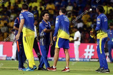 Mike Hussey of Chennai Super Kings Sachin Tendulkar of Mumbai Indians has some words after the VIVO IPL T20 cricket match between Chennai Super Kings and Mumbai Indians in Chennai, India