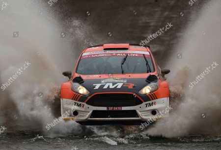 AP. Driver Takamoto Katsuta of Japon and his co driver Daniel Barrit of Britain, race their Ford Fiesta R5 on the first day of the fifth round of the FIA World Rally Championship in Santa Rosa, Cordoba, Argentina