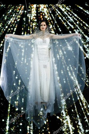 Dalianah Arekion on the catwalk