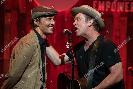 Matthew McConaughey and Jack Ingram sing