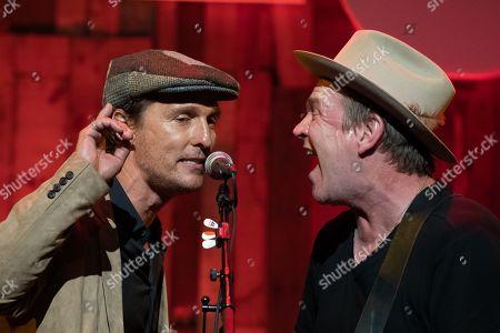 Stock Photo of Matthew McConaughey and Jack Ingram sing