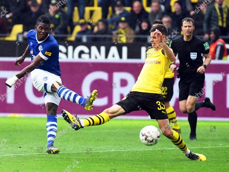 Schalke's Breel Embolo (L) scores the 4-2 lead against Dortmund's Julian Weigl (C) during the German Bundesliga soccer match between Borussia Dortmund and FC Schalke 04 in Dortmund, Germany, 27 April 2019.