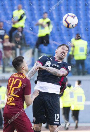 Roma's Stephan El Shaarawy (L) and Cagliari's Federico Cacciatore in action during the Italian Serie A soccer match AS Roma vs Cagliari Calcio at the Olimpico stadium  in Rome, Italy, 27 April 2019.