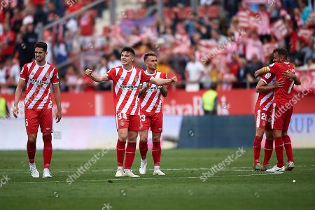 Valery Fernandez celebrates the victory with his teammates Juanpe, Aleix García, Marc Muniesa and Cristhian Stuani after finishing the match