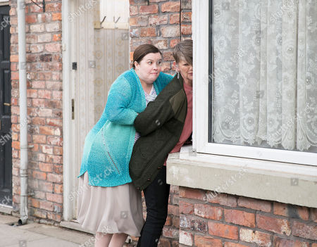 Ep 9762 Monday 6th May 2019 -1st Ep Mary Taylor, as played by Patti Clare, is incensed to see Freda showing and estate agent into number 3. With no word still from Norris Cole she chats to Tracy who suggests that maybe Freda, as played by Ali Briggs, has done away with him. Mary dashes to number 3 where she is horrified to find the urn, as she runs out of the house hysterical with Freda running after her a can pulls up and out gets Norris!