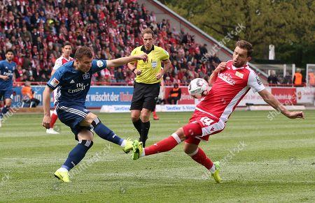 Vasilije Janjicic, Ken Reichel /   /        /       /   2.Bundesliga  DFL /  2018/2019 / 27.04.2019 / 1.FC Union Berlin FCU vs. Hamburger SV HSV / DFL regulations prohibit any use of photographs as image sequences and/or quasi-video. /
