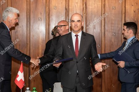From L-R State Secretary Rolf Schmachtenberg of Germany, Beate Hartinger-Klein of Austria, Mauro Pedrazzini of Liechtenstein, Swiss Federal Councillor Alain Berset, Romain Schneider of Luxembourg, from left to right, shake hands after a declaration on the digital transformation of the world of work at the Swiss National Museum in Zurich, Switzerland, 29 April 2019.