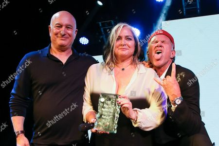 Emma Banks is presented with the MITS Award 2018 by Peter Mensch and Chad Smith