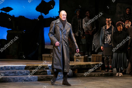 Nicholas Lyndhurst (Innkeeper/Governor) during the curtain call