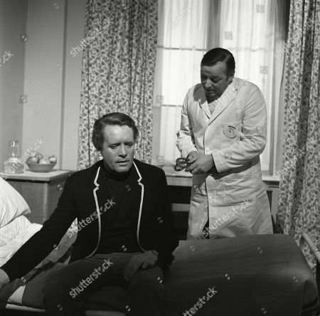 Patrick McGoohan, as Number Six, with George Pravda as the Doctor