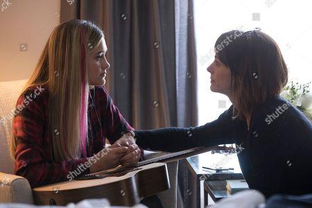 Lizzy Greene as Sophie Dixon and Stephanie Szostak as Delilah Dixon