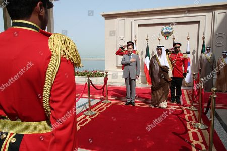 South Korean Prime Minister Lee Nak-yon (L, back) salutes the national flag next to Kuwaiti Prime Minister Jaber Al-Mubarak Al-Hamad Al-Sabah during a ceremony welcoming him to Seif Palace in Kuwait City, Kuwait, 01 May 2019.