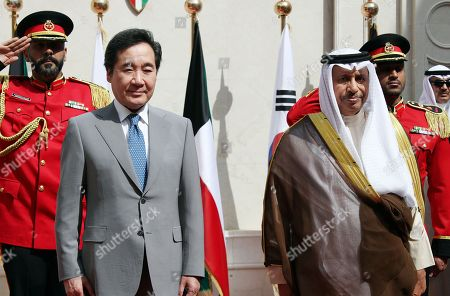 South Korean Prime Minister Lee Nak-yon (L) stands next to Kuwaiti Prime Minister Jaber Al-Mubarak Al-Hamad Al-Sabah during a ceremony welcoming Lee to Seif Palace in Kuwait City, Kuwait, 01 May 2019.