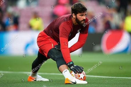 Alison Becker of Liverpool FC before the kick off