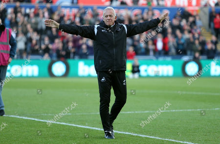 Swansea City legend Alan Curtis says is given a guard of honour for his last home game as part of the coaching staff.