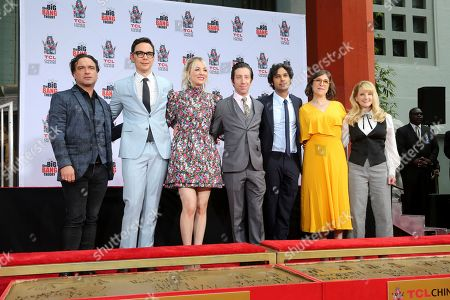 """Johnny Galecki, Jim Parsons, Kaley Cuoco, Simon Helberg, Kunal Nayyar, Mayim Bialik, Melissa Rauch. Johnny Galecki, from left, Jim Parsons, Kaley Cuoco, Simon Helberg, Kunal Nayyar, Mayim Bialik and Melissa Rauch members of the cast of the TV series """"The Big Bang Theory"""" pose after placing their hands in cement following a handprint ceremony at the TCL Chinese Theatre on at in Los Angeles"""