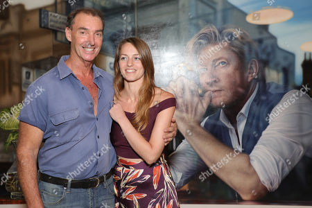Art Gallery of New South Wales head packer Brett Cuthbertson and Perth artist Tessa MacKay pose next to her winning portrait of renowned actor and producer David Wenham.