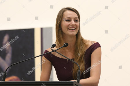 Perth artist Tessa MacKay gives a speech after being announced as the winner for her portrait of renowned actor and producer David Wenham.