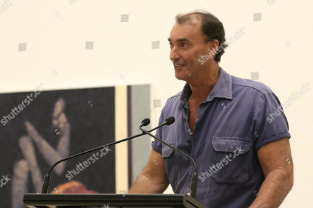 Art Gallery of New South Wales head packer Brett Cuthbertson announces Perth artist Tessa MacKay as the winner for her portrait of renowned actor and producer David Wenham.