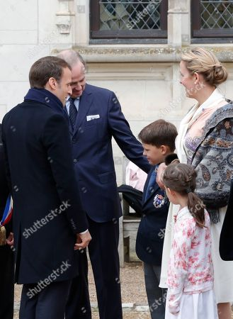 Jean d'Orleans, Count of Paris (2-L), his wife Princess Philomena (R), and children Prince Gaston (3-R) and Princess Antoinette (2-R) welcome French President Emmanuel Macron (L) before a ceremony to commemorate the 500th anniversary of the death of Italian Renaissance painter and scientist Leonardo da Vinci at the Chateau d'Amboise, in Amboise, France, 02 May 2019.