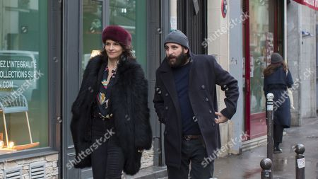 Juliette Binoche as Selena and Vincent Macaigne as Leonard Spiegel