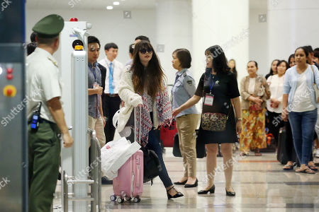 Doan Thi Huong (C) arrives at Noi Bai international airport in Hanoi, Vietnam, 03 May 2019. Huong was released from prison on 03 May 2019 after accepting a deal with Malaysian prosecutors. She was accused of assassinating North Korean leader Kim Jong Un's half-brother, Kim Jong Nam.