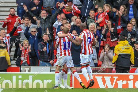 Ryan Shawcross (17) of Stoke City celebrates his goal to make it 2-1