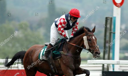 SOUTHFIELD THEATRE (Lily Bradstock) wins The Are You Well, I Thought You Were Open Hunters Chase Cheltenham