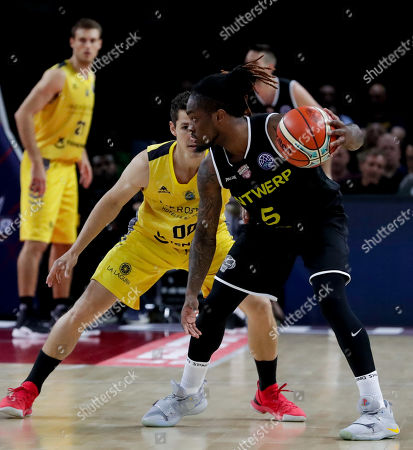 Rodrigo San Miguel of Iberostar Tenerife (L) and Paris Lee of Telenet Giants Antwerp fight for the ball during the semi final match of the Final Four Basketball Champions League between Spanish team Iberostar Tenerife and Belgian team Telenet Giants Antwerp at Sportpaleis in Antwerp, Belgium, 03 May 2019.
