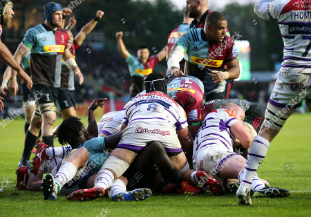 Danny Care of Harlequins (R) behind Dan Cole of Leicester touches down at the back of their  ruck to score the 1st try