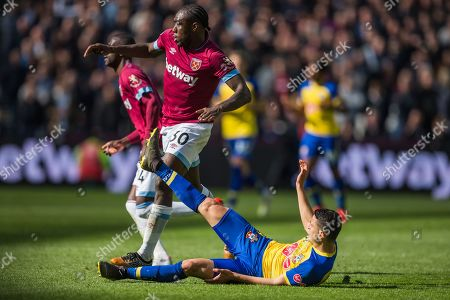 Michail Antonio (West Ham), Mohamed Elyounoussi (Southampton) & Pedro Obiang (West Ham) during the Premier League match between West Ham United and Southampton at the London Stadium, London