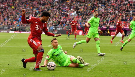 Bayern's Serge Gnabry (L) and Hannover's Matthias Ostrzolek vie for the ball during the German Bundesliga soccer match between Bayern Munich and Hannover 96 in Munich, Germany, 04 May 2019.