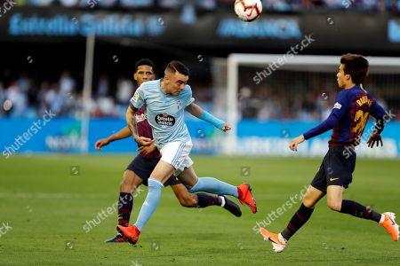 Celta de Vigo's Iago Aspas (C) in action against FC Barcelona's Ricard Puig (R) during a Spanish LaLiga soccer match between Celta de Vigo and FC Barcelona in Vigo, Galicia, northern Spain, 04 May 2019.
