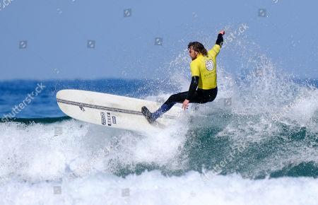 Ben Skinner surfing the Men's Longboard Heat 3