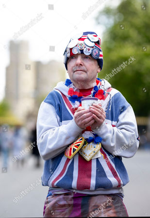 John Loughrey, 64 continues his vigil at Windsor Castle as he awaits for the Birth of Baby Sussex