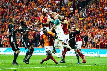 Ryan Donk of Galatasaray heading in front of Loris Karius of Besiktas during the Turkish Super Lig match between Galatasaray S.K. and Besiktas at the Türk Telekom Arena in Istanbul , Turkey