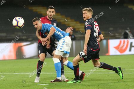 Napoli's Arkadiusz Milik (C) in action during the Italian Serie A soccer match between SSC Napoli and Cagliari Calcio at the San Paolo stadium in Naples, Italy, 05 May 2019.