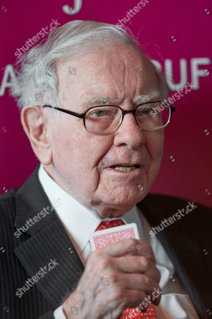 Warren Buffett, Chairman and CEO of Berkshire Hathaway, holds his cards during a game of bridge following the annual Berkshire Hathaway shareholders meeting in Omaha, Neb