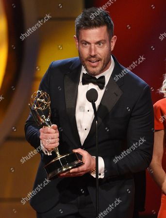 """Jesse Palmer accepts the award for outstanding entertainment news program for """"DailyMailTV"""" at the 46th annual Daytime Emmy Awards at the Pasadena Civic Center, in Pasadena, Calif"""
