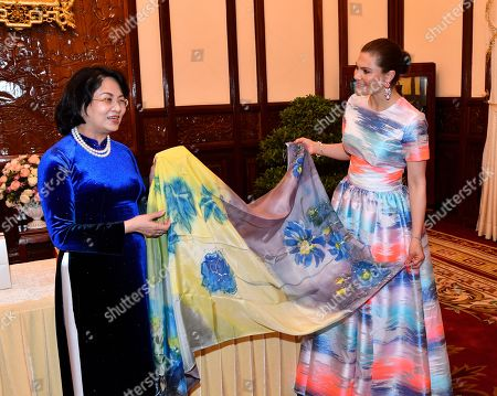Stock Picture of Crown Princess Victoria receives gift from Vice President of Vietnam Mrs. Dang Thi Ngoc Thinh in Hanoi