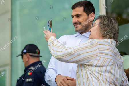 FC Porto's Spanish goalkeeper Iker Casillas (C) poses for a selfie as he leaves the CUF Hospital in Porto, Portugal, 06 May 2019. Casillas was hospitalized since 01 May 2019 after suffering a heart attack during his team's training session.