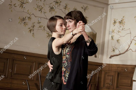 l-r: Lydia Wilson (Desiree), Laura Elphinstone (Marie)