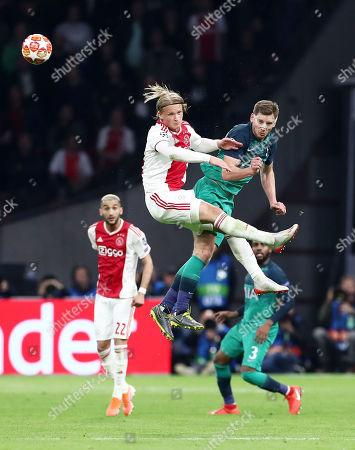 Kasper Dolberg of Ajax and Jan Vertonghen of Tottenham Hotspur.