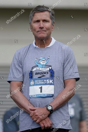 Stephen Burke, executive vice president of Comcast and CEO of NBCUniversal prepares to launch a 5K race during the annual Berkshire Hathaway shareholders meeting in Omaha, Neb