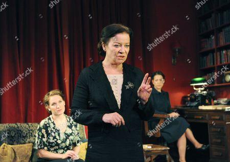 Zoe Waites ( Melitta )  Clare Higgins ( Mrs Klein ) Nicola Walker ( Paula )