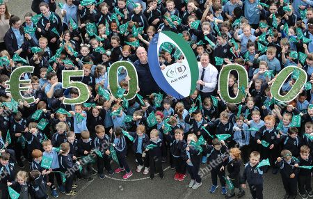 Aldi and the IRFU today announced the two winners of the hugely successful sticker competition for primary schools, which ran from January until April this year, with each school winning ?50,000 for their playing facilities! Pictured are pupils from Scoil Naomh Maodhóg from Ferns, Co. Wexford, alongside former Ireland and Munster Rugby Captain and Aldi Play Rugby Ambassador Paul O'Connell and John Halford (Principal, Social Naomh Maodhog, Ferns). The other winning school was Scoil Naomh Treasa from Tiernasligo, Co. Donegal.