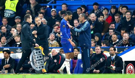 Ruben Loftus-Cheek of Chelsea with Maurizio Sarri manager of Chelsea after being substituted