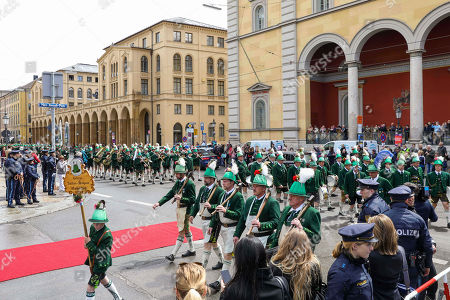 Mountain Guards Company Wackersberg. Reception at the Max-Joseph Square in front of the Residence.