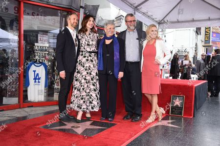 Adam Shulman with Anne Hathaway, Kate McCauley Hathaway and Richard Hathaway