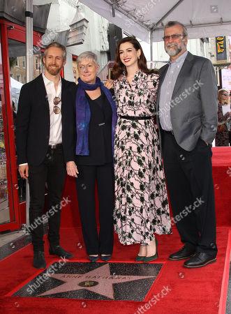 Anne Hathaway, Adam Shulman, Richard Hathaway, Kate McCauley Hathaway